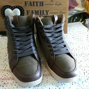 CLAE RUSSELL SHOES  SZ 8.5